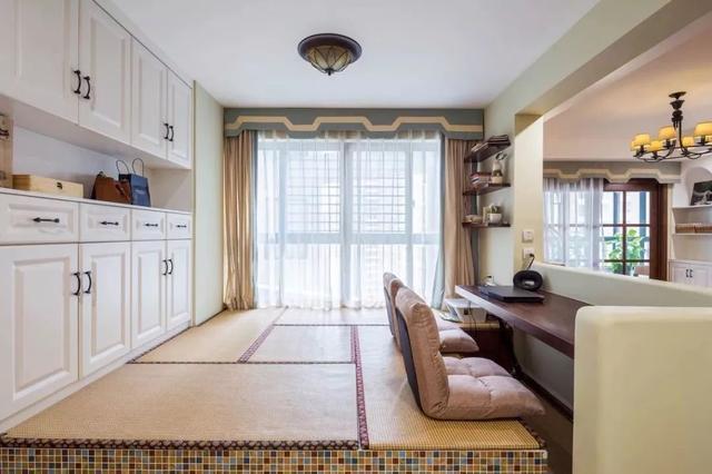 138㎡美式,客厅沙发矮墙后做休闲区,实用档次!