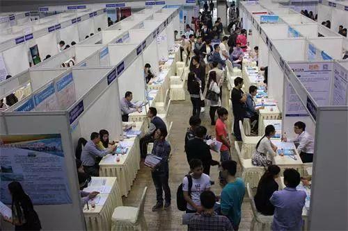 潜江今年将举办21场大型招聘会 搭平台促就业