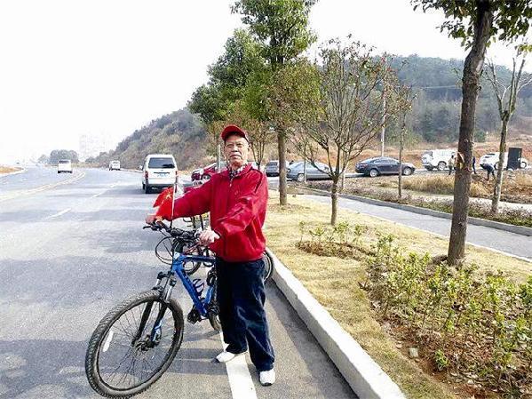 七旬视频骑行三峡推介台湾20年行20万公里_老人被子磨图片