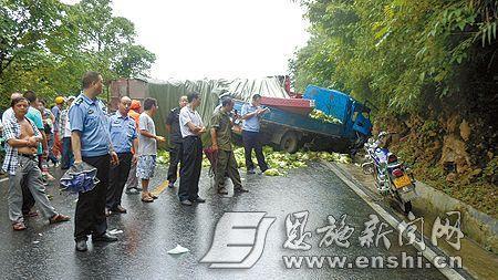 车祸带来的不幸,同样降临在了单排座货车车主家.图片