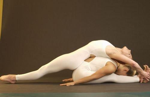 双人瑜伽 让爱人越练越相爱