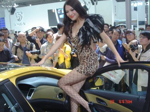 2011武汉美女风暴美女国际来袭(图)诸神之战车展