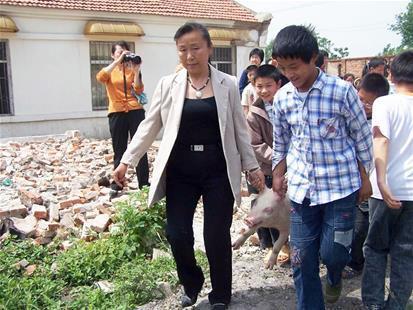 广水女子白手起家办猪场 助3000多妇女脱贫