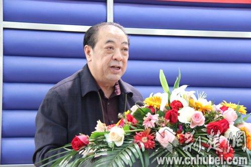 湖北省食品药品监督管理局向农家书屋赠书3
