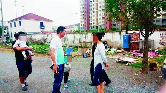 黄冈一年轻妈妈带2娃离家出走 随身只带170元