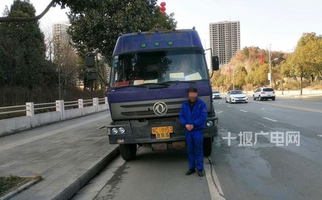交警一小时内查获2危化品运输车 均未配备押运员