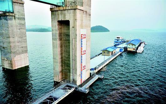 图为昨日,丹江口水库水位两次刷新历史纪录。(视界网 章新俊 吕书华 摄)