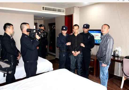 长江云报道 今天(29日)记者从京山县警方了解到,该县刑侦大队40小时快速侦破无名女尸案,抓获犯罪嫌疑人一名。