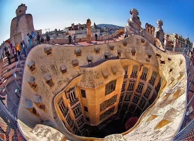 是谁创造了巴塞罗那 连上帝都愿在此安家
