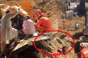 组图:山体突然塌方货车被埋 司机被卡驾驶室