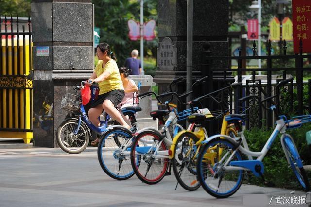 """市民呼吁共享单车对大型小区""""网开一面"""""""