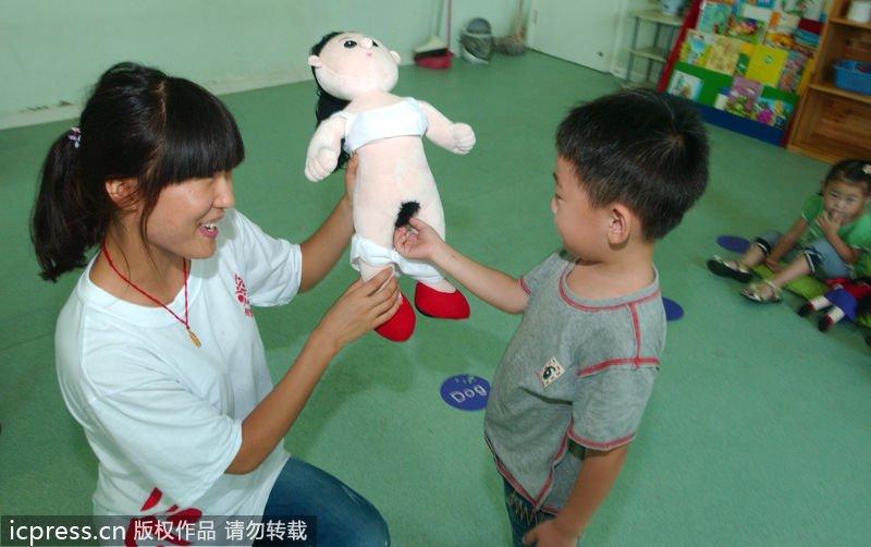 幼儿园上性教育课 真人布娃娃尺度超前组图