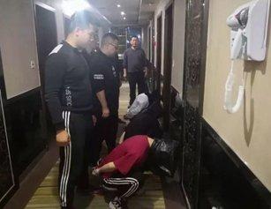 湖北一女老板被3男子绑床上 遭持刀抢劫