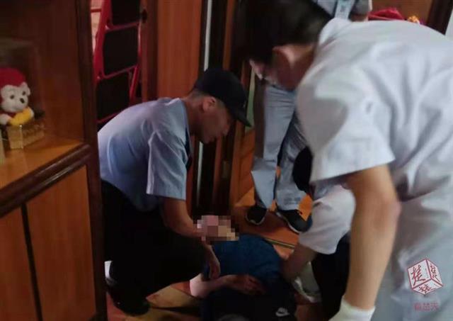 黄石女子家中割腕自杀 邻居及时报警救其一命