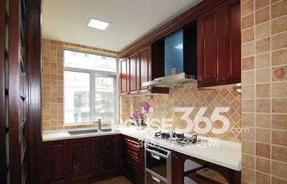 中式厨房装修效果图:中式风格装修样板间,带你品味古典时尚的同时图片