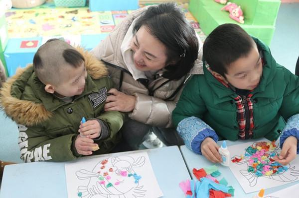 省慈善总会副会长范红华赴武汉市儿童福利院慰问