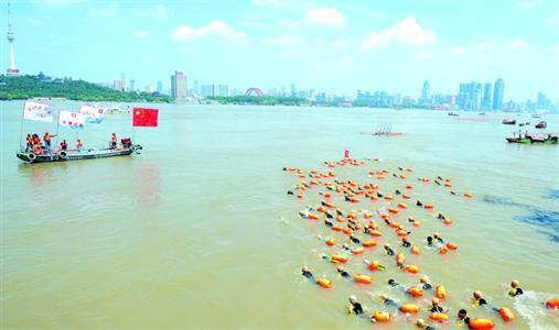 5300余名健儿横渡长江,7·16渡江节创下多项纪录