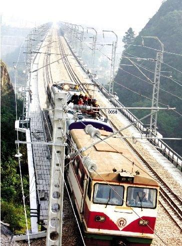 宜昌至万州线铁路将于11月初全线带电运行