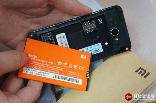 小米2白色版开箱:包装盒做工强于手机图片