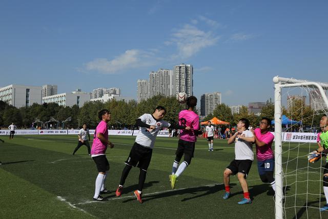 湖北最大规模九人制足球联赛在汉开幕 3500人参赛