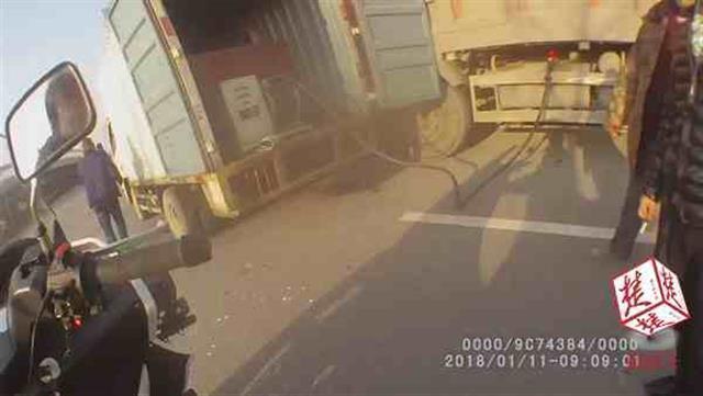 """小货车暗藏储油罐成""""移动炸弹"""" 司机还酒驾"""