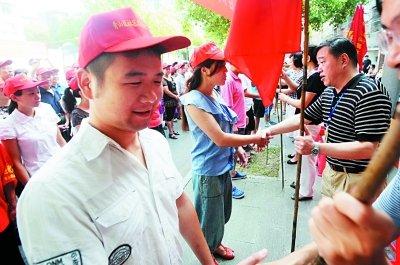 """武汉""""城管革命""""社区行成""""城管装备展""""(图)"""