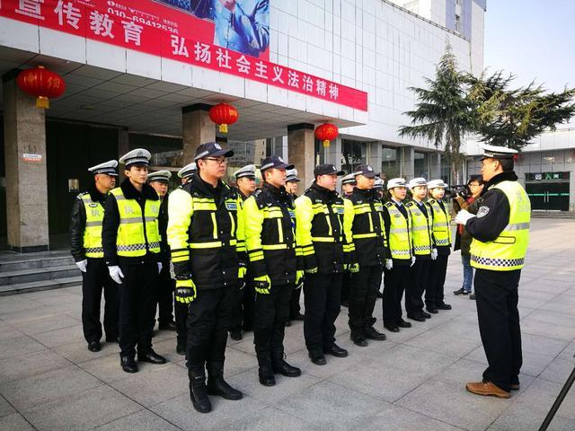 同时向广大旅客,出租车司机,客运车辆驾驶员宣传交通安全知识,提高