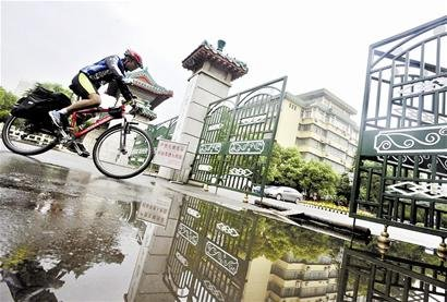 20天跨越四省 大一生骑车两千公里来汉报到(图)