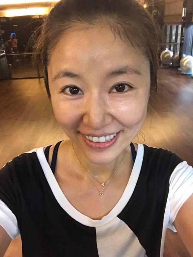 5月22日,林心如在自己的社交媒体晒出一组跑步照片,照片中林心如素颜图片