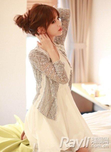 搭配 雪纺裙/镂空针织开衫搭配白色雪纺裙