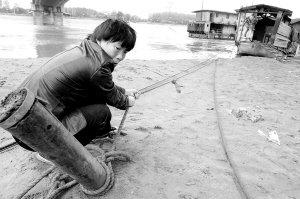 800公斤锚链被推30米 汉江武汉段流速屡破纪录