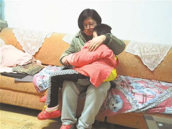 守护脑瘫女儿 坚强母亲从不言弃