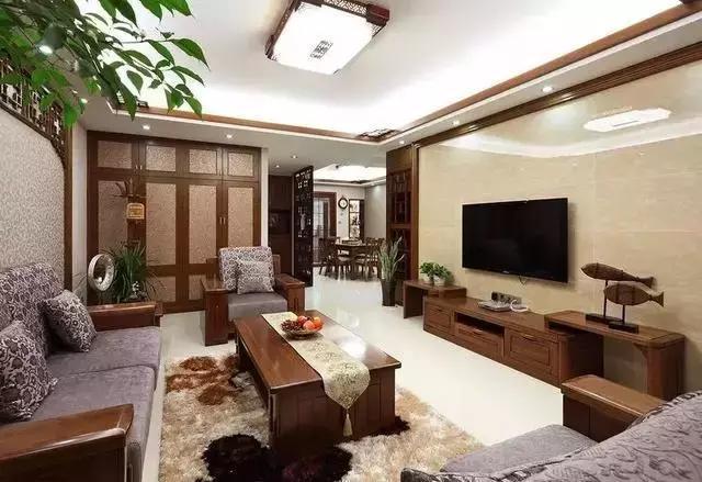 中式实木 布艺沙发,配上一面整洁高档的瓷砖电视墙,四周以木条装饰,简图片