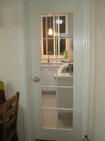 小户型设计图:厨房的格子门,采光很好-小资女超爱的设计 小户型省