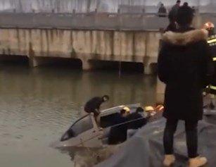 惨痛!湖北两车相撞 其中一车坠河致2死2伤
