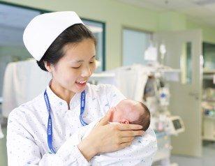 90后美女护士让出自己午饭 患儿家属哽咽道谢