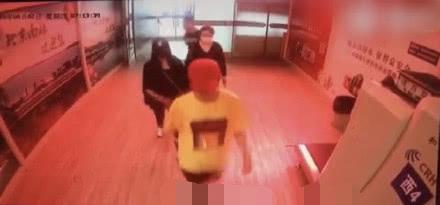 网友偶遇鹿晗关晓彤游日本 提前庆祝七夕超甜蜜