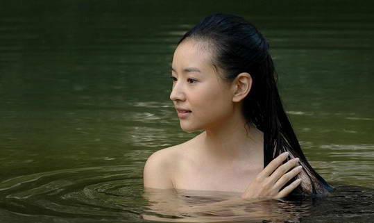 组图:盘点十五位女明星泳池玩湿身谁更诱惑