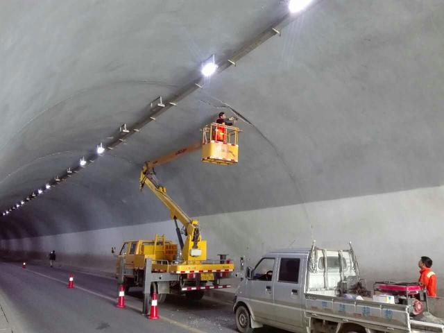 市公路局发现圆梦隧道险情 及时出动消除隐患