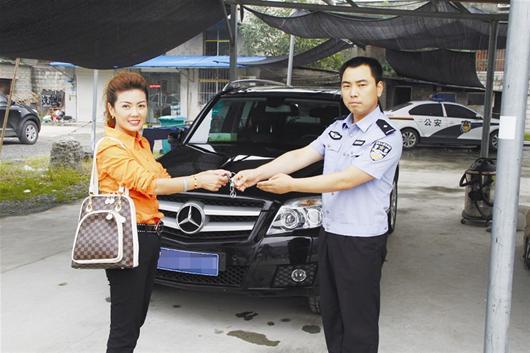 """""""2011年原价53万元的奔驰glk300越野车仅售14万元.""""在高清图片"""