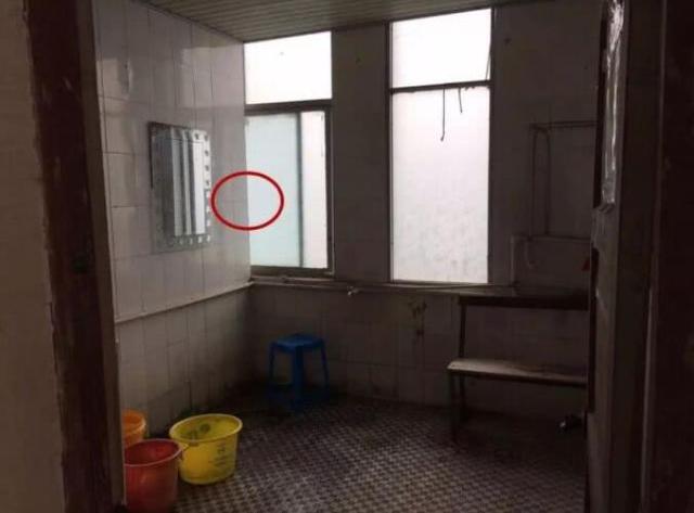 黄冈一男子隔墙缝偷拍女同事洗澡 被行政拘留