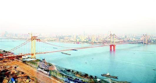 武汉鹦鹉洲长江大桥提前贯通 预计今年10月通车