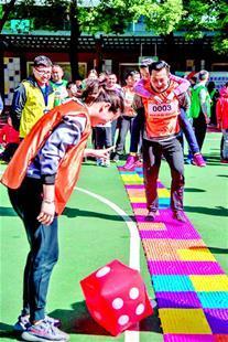 汉马跑步仪式在武汉小学启动 现场气氛热烈