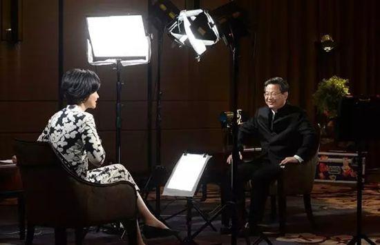 吴小莉专访:陈一新有几个微信群 都用来干嘛?