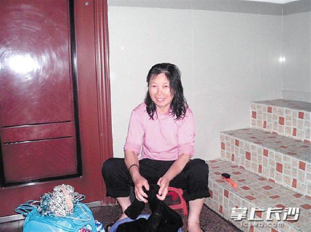 荆州患病母亲怕拖累家人离家出走 儿子长沙寻母
