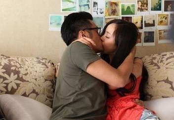 杨幂湿吻照曝光 新戏与余文乐激情热吻动作大胆
