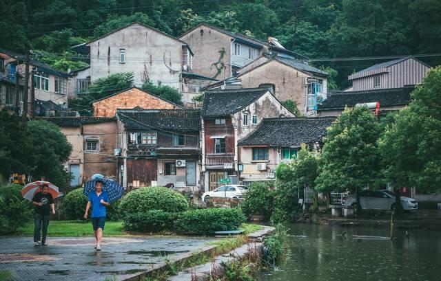 杭州边上的海滨城市 100元就能吃遍老街传统美食