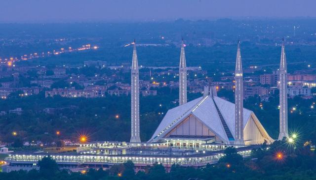 现在去巴基斯坦玩 我是不是有点儿疯狂?