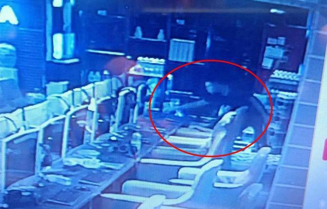 荆门2少年流窜各网吧盗窃手机 均未年满18周岁