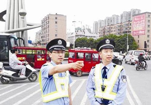 """警方""""一把手""""挂帅督办 大力整治交通环境乱象"""
